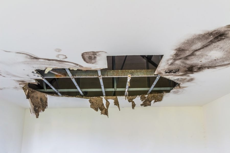 Simple Tips To Prevent a Roof Leak in Howell Michigan